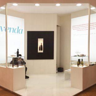 Il risultato è un piccolo wall gioiello con al centro un prodotto e un'idea assolutamente innovativa
